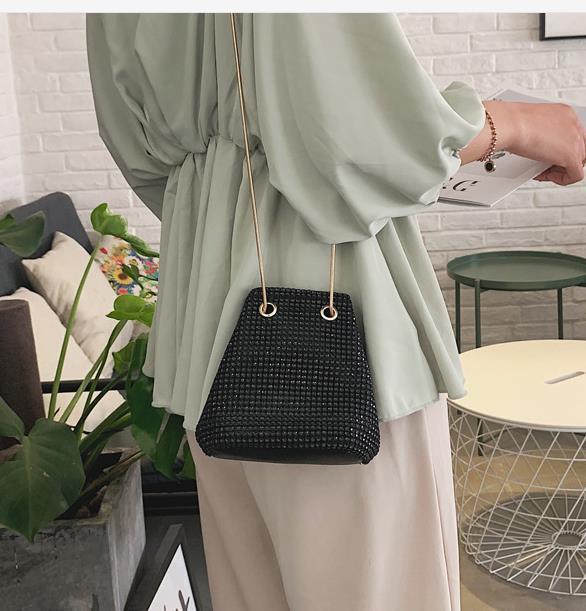 Ковш сумка Женский Коммуникатор Small Bag 2020 Мода Wild Атмосфера Tide корейской версии Яркий Алмазный цепи сумка