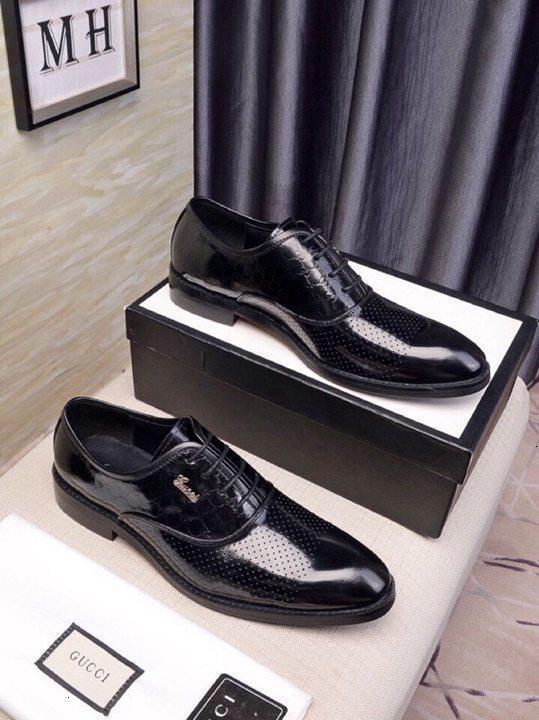 2019 Herrenmode beiläufige lederne Schuhe der Männer schnüren sich oben Business-Kleidung Hochzeit Büro flache Schuhe 1106X03