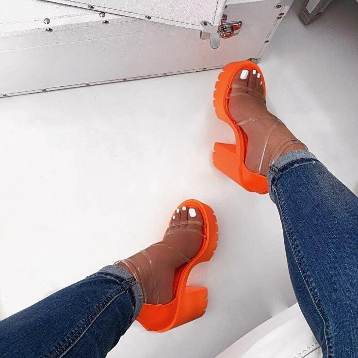 Sonbahar yeni bayan çapraz PVC dış seyahat sandalet kauçuk taban kaymaz terlik arttı sandalet lll askıları yüksek topuklu