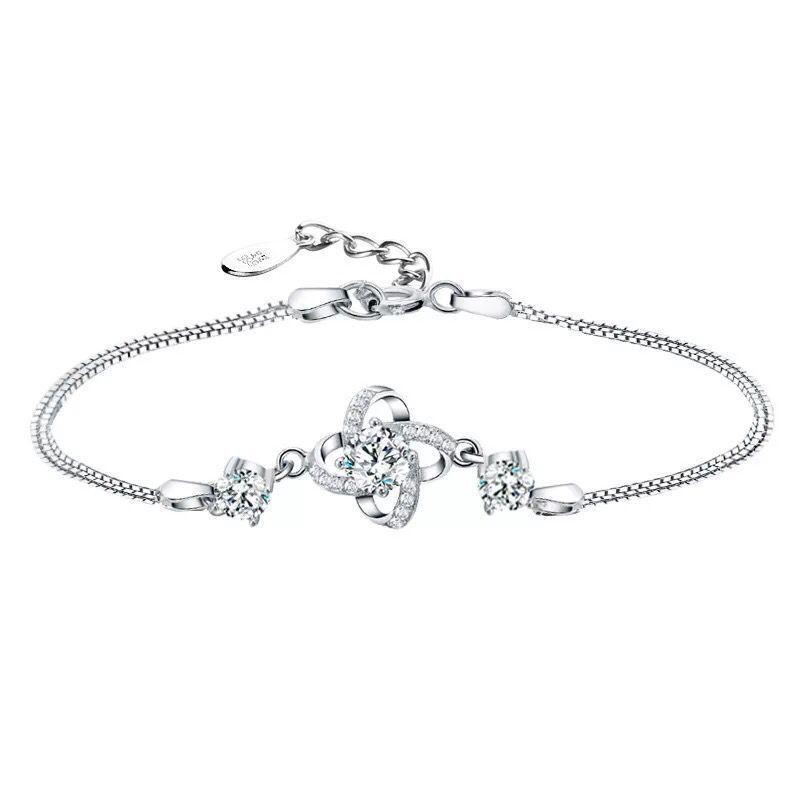 Pulsera de diamantes de hierba de cuatro hojas Pulsera de plata simple Accesorios de mujer Venta al por mayor Suministro de fábrica de plata
