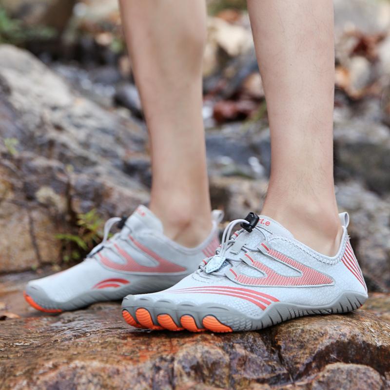 zapatos de las sandalias de los hombres al aire libre de natación de arroyo zapatos para caminar los modelos de pareja transpirable antideslizante para caminar 2020 nueva