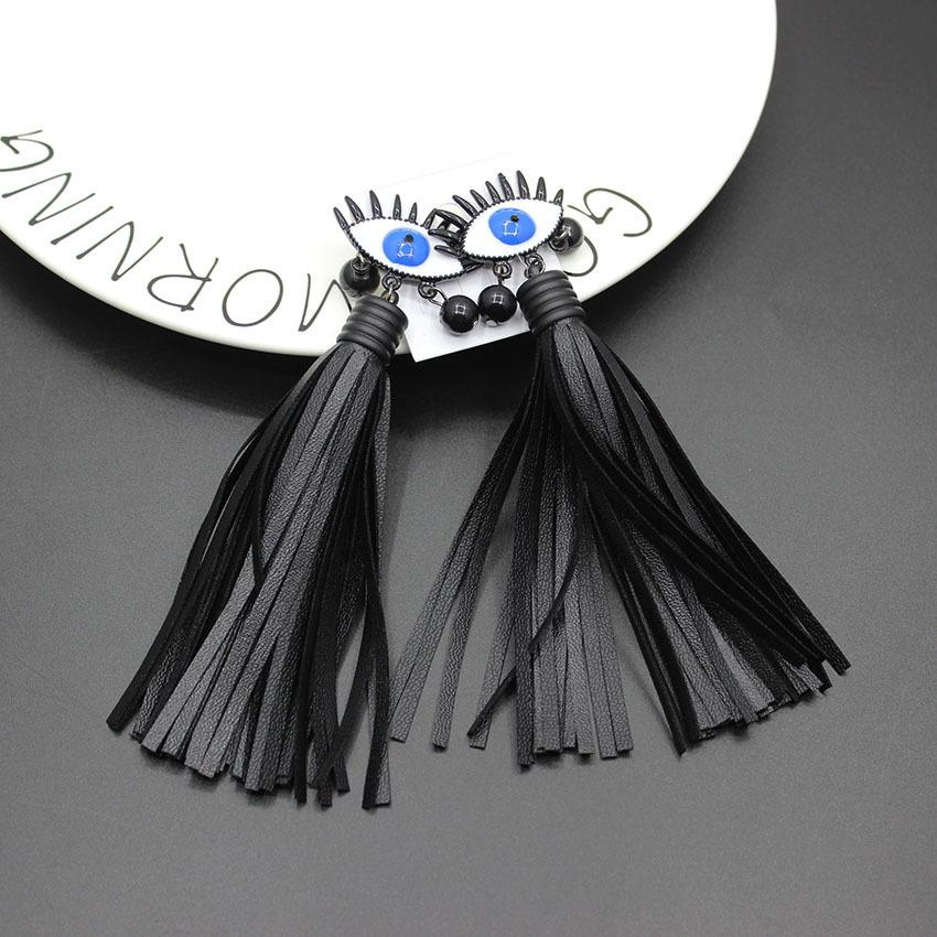2017 Korean version of the European and American big stage catwalk models eyes black leather long thigh earrings 155 D19011204
