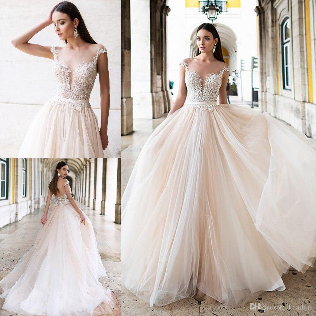 Applique del merletto di spaghetti Abiti Bohemian Una linea Oksana Wedding maniche in tulle nozze di cristallo abiti sweep treno robe de mariée