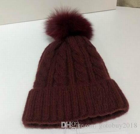 2019 нового прибытие моды вязания хлопок шапки высокого качества женщины зима теплая вино красной длинные шляпы с волосами мячом шляпе с коробкой