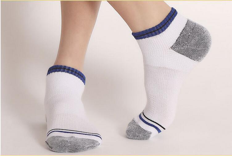 Wholesale-Спорт на открытом воздухе носки Сверхпрочная Армирование Пот Усвоение лето Тонкий Носок для Man Sport Factory Direct Продажа 4 5SB I