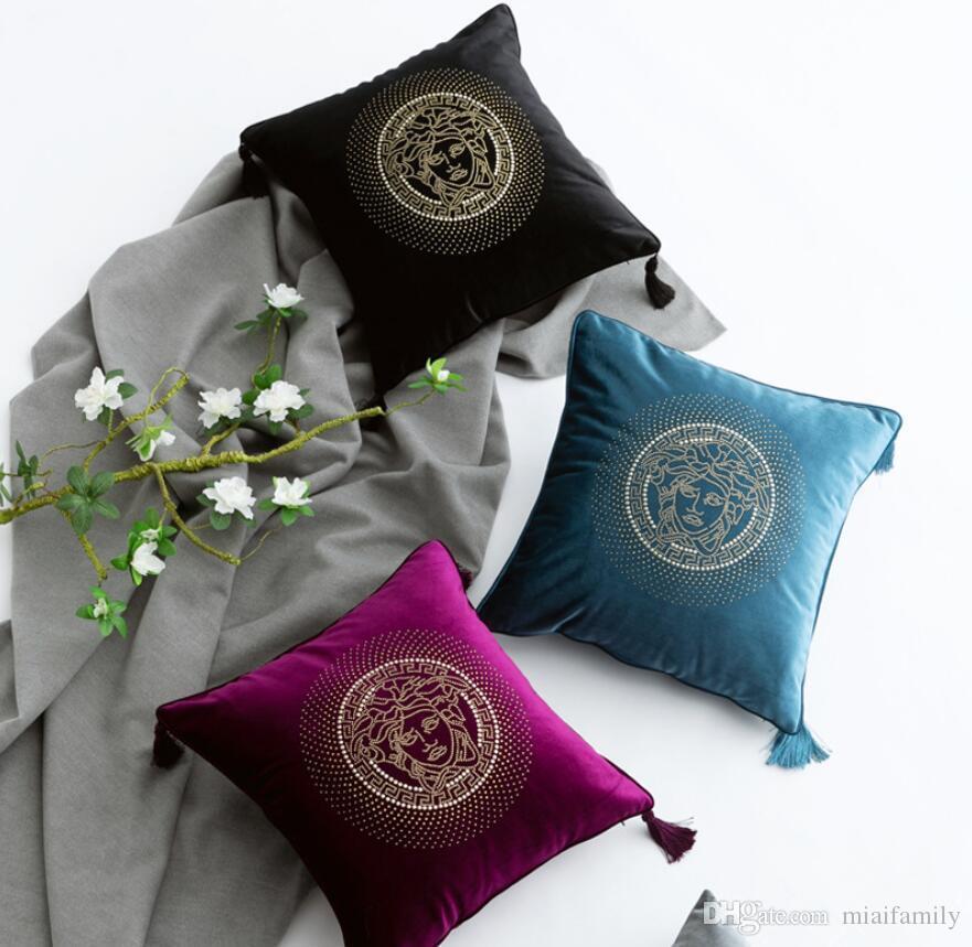 Almohada nueva llegada cojines cubierta de almohadas colchón amortiguador de lujo de alta precisión de la perforación Europea cojín del sofá cama de hotel Hotel de envío
