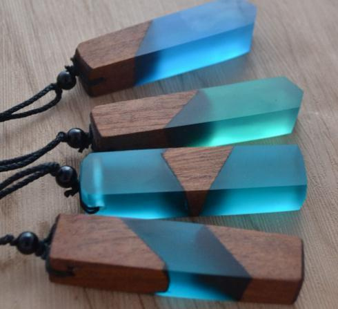 2020 Vintage men'woman s fashionable wood resin necklace pendant, woven rope chain, hot - selling jewelry gifts