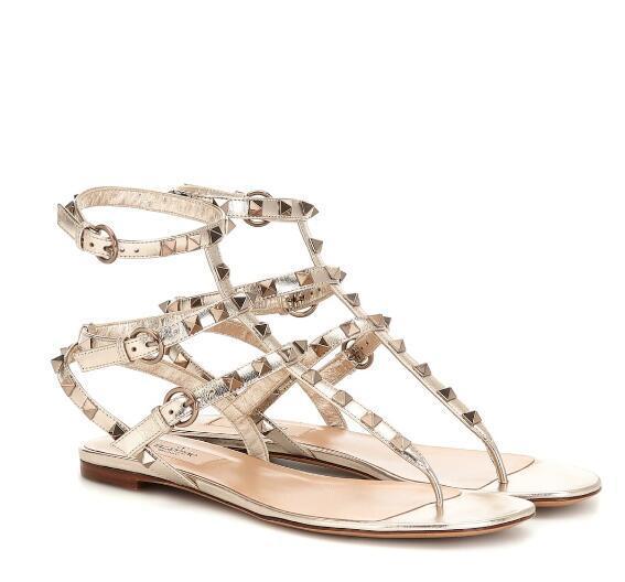 Luxe Été Femmes Roche Stud en cuir Gladiator Sandales Designer La meilleure qualité Flats Sandales flip flop Lady plage Sandalias Femininas