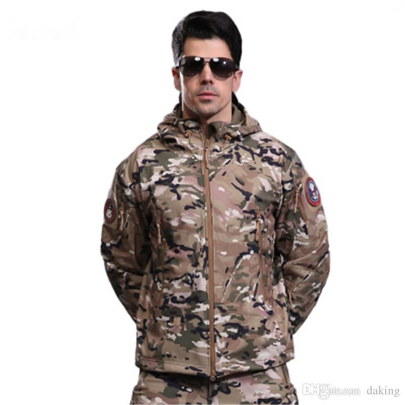 Cálido hombres otoño invierno al aire libre Chaquetas Polar Negro verde camuflaje imprimir deportes Ejército militar que acampa Tops tiburón piel impermeable de abrigo