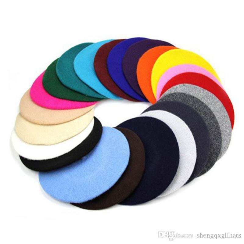 فاخر مصمم سيدة القبعات الشتاء قبعة القبعات رسام قبعة المرأة نمط خمر الصوف قبعة لون الصلبة قبعات أنثى قبعة دافئة المشي كاب