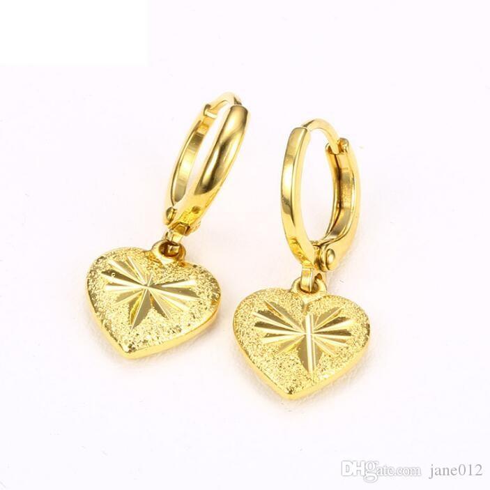 Imitazione oro giallo orecchini di fascino del cuore placcato oro 24k Tagliente lucido opaco disegni di fiori intagliati Orecchini a cerchio per le donne