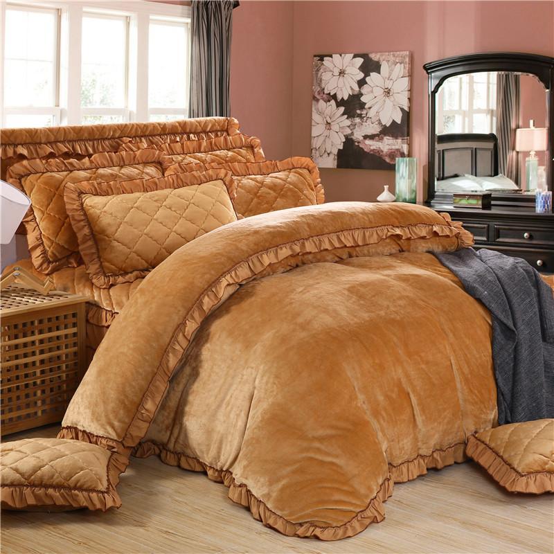 4Pcs Flanela acolchoado Estilo Princesa Roupa de cama de luxo conjuntos queen king size edredom Cobertura Conjunto Saia Cama Conjunto Roupas de cama fronha t200422