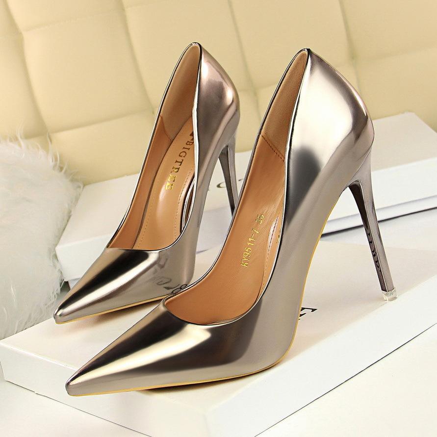 하이힐 서양 스타일의 패션 금속 발 뒤꿈치 미스 아사 쿠치 뾰족한 하이힐 특허 가죽 섹시한 나이트 클럽 얇은 단일 신발 새로운 스타일