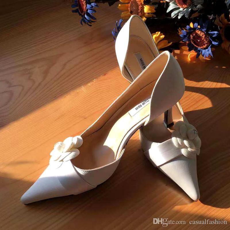 Francés blanco zapatos de boda de las mujeres 2020 nuevos zapatos de novia de satén tacones altos chica retro de la dama de honor de las bombas