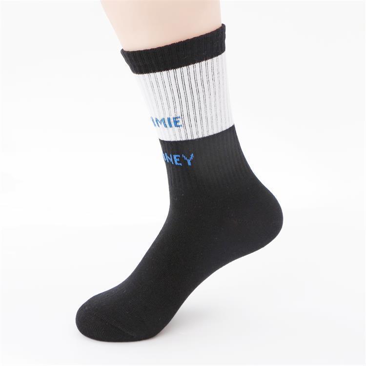 Arbeiten Sie beiläufige Sportsocken europäischen und amerikanischen Alphabet Farbe in Strümpfe Baumwolle passende Socken Straßenart-Sportsocken