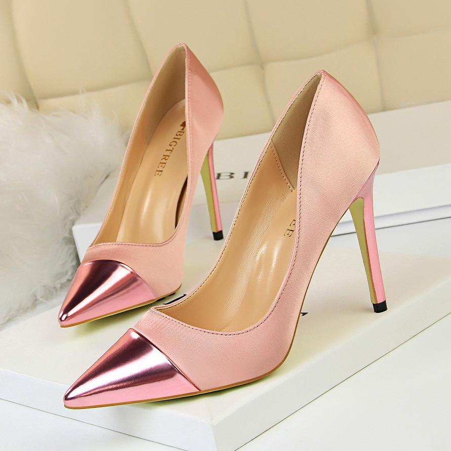 Zapatos de vestir de moda para mujer Tacones altos simples Boca baja Satén Costura Puntiagudo Club nocturno atractivo Era delgado Zapatos de tacón alto