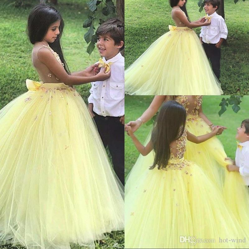 2019 Balo Sarı Çiçek Çiçek Kız Elbise Düğün için Sevimli Kat Uzunluk 3D Çiçekler Prenses Elbisesi Kabarık Tül