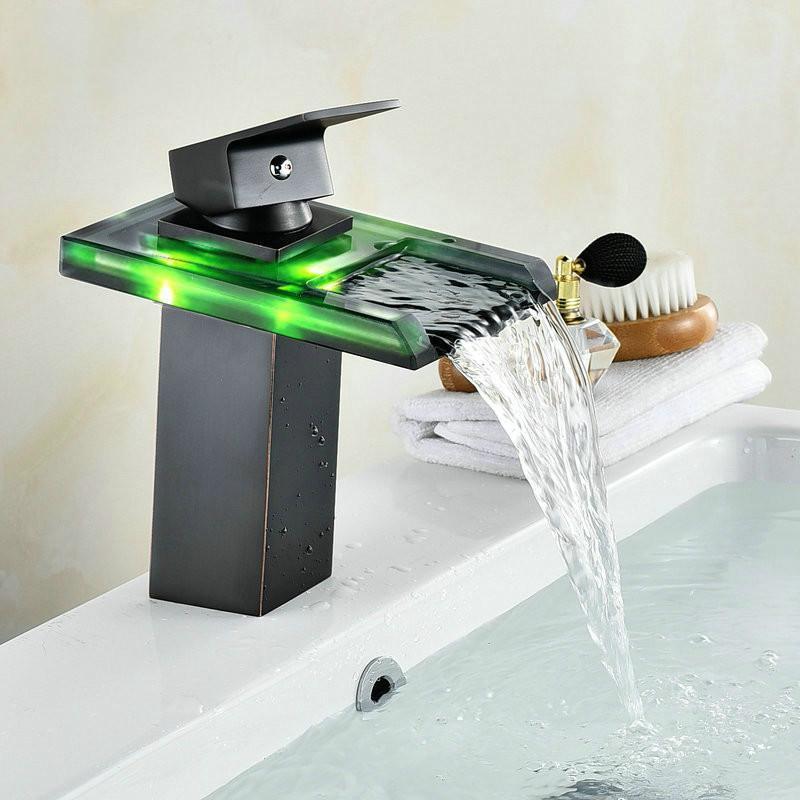 أسود المياه بالطاقة الصمام صنبور الحمام حوض صنبور النحاس خلاط صنبور شلال الحنفيات الساخنة والباردة رافعة حوض صنبور