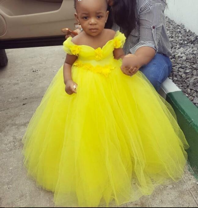 2021 sfera Abiti giallo Flower Girl abito di tulle Bambina abiti da sposa a buon mercato Comunione spettacolo degli abiti Tutu Skirt