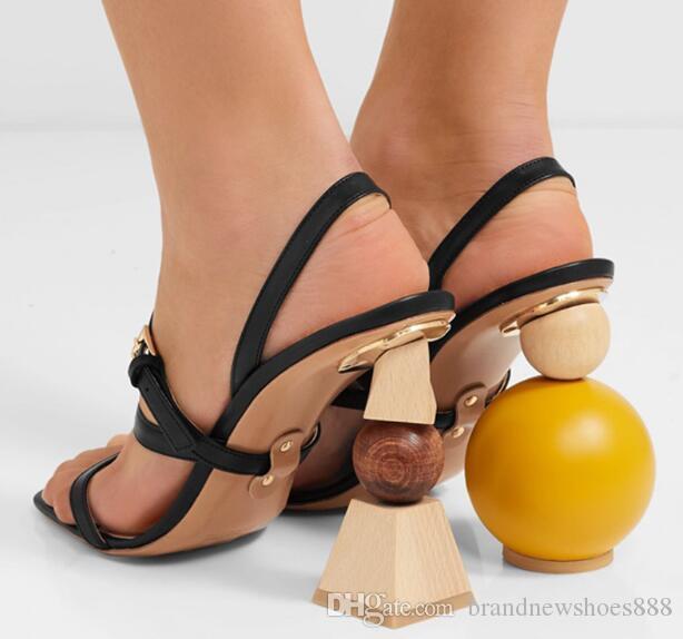 2020 Chic Gladiator Sandalen Frau öffnen Zehensandalen Asymmetric-Block Seltsame High Heel Partei-Schuh-Frauen Hochzeit Schuhe