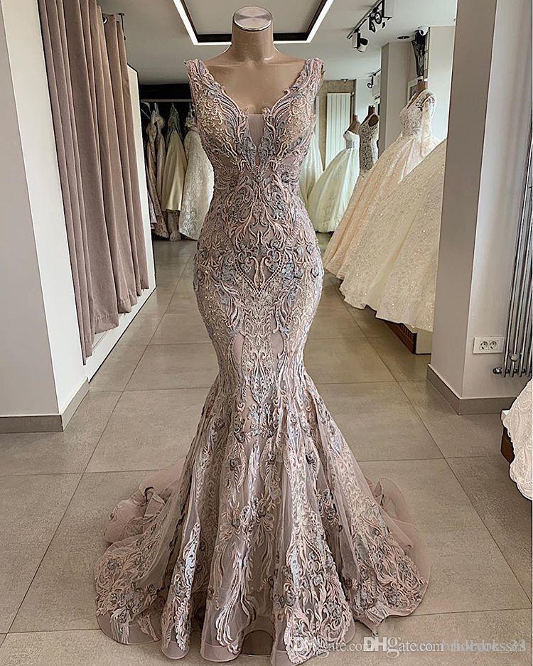 2019 pizzo sexy in rilievo africano Dubai Abiti da sera scollo a V sirena Backless Prom Dresses Vintage partito convenzionale della damigella d'onore degli abiti di spettacolo