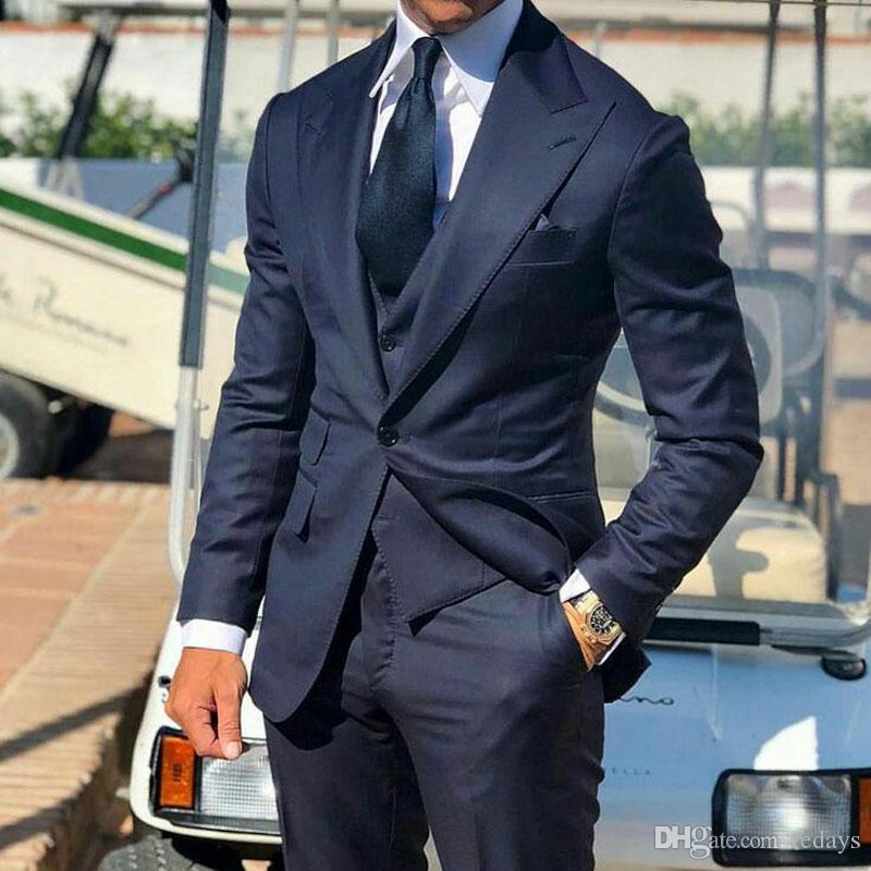 Navy Blue Uomini vestiti di affari Groom Tuxedo ultimo disegno Trajes de hombre Ampia Peaked risvolto Slim Fit Sposo Attire Best Man Blazer 3Piece
