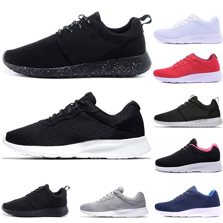 Nouveau Chaussures Femmes Hommes Outdoor Chaussures de sport respirant Formateurs pas cher Chaussures de course légère Sneakers Triple Blanc Triple Noir