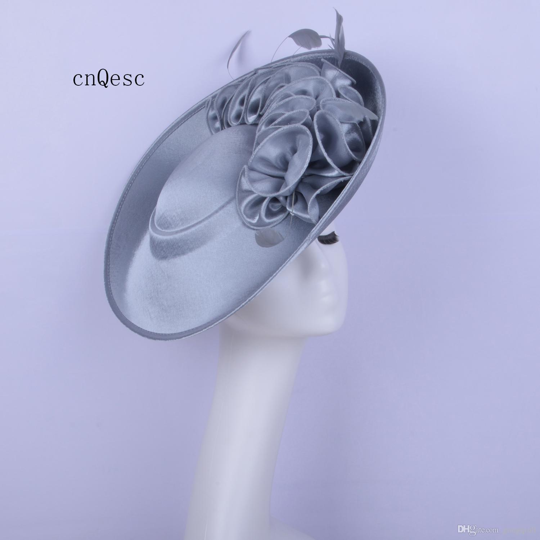 2019 Grande argento fascinator in raso da donna cappello formale cappello chiesa per la sposa da sposa doccia madre della sposa w / fiore di piuma