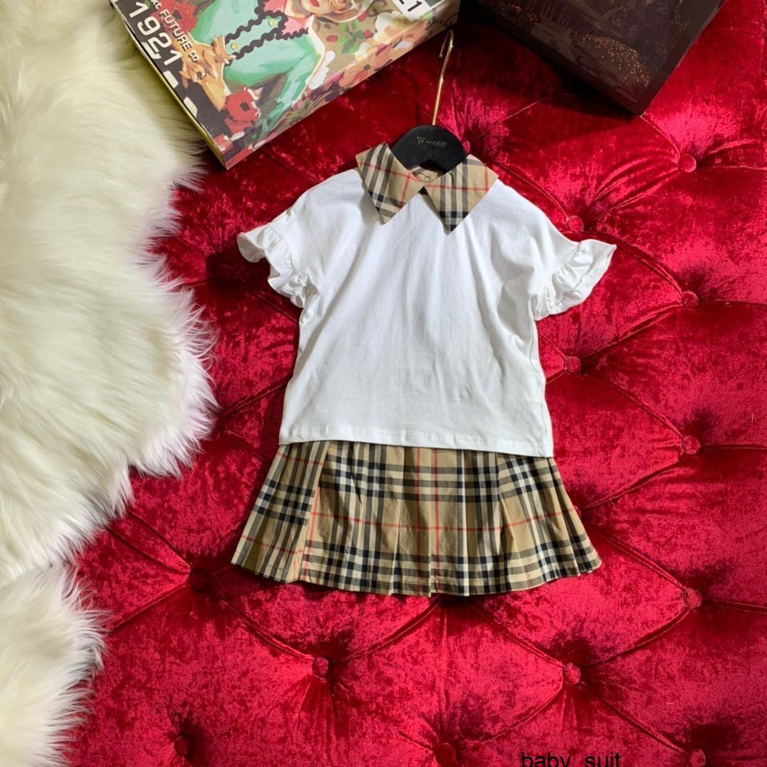Conjuntos de dos piezas de las muchachas algodón puro clásico tela escocesa plisada falda con abertura en la parte posterior botón configurado 032804