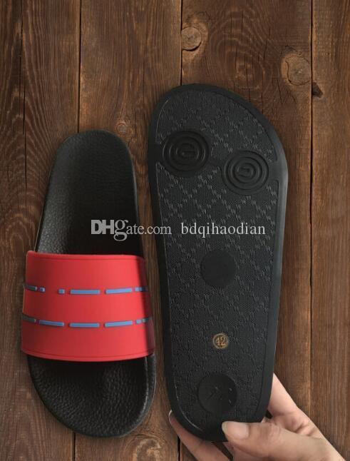 2020 neue Männer und Frauen Mode und Freizeit Designer Sandalen, Druckeffekt und goldenen Nieten Designer Flip-Flops