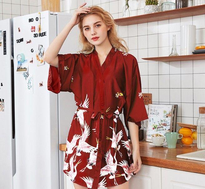 المنتجات محاكاة الحرير السيدات منامة الربيع والصيف الجديدة الأكمام كبيرة الحجم رداء البشكير العروس خلع الملابس WP990 بالجملة