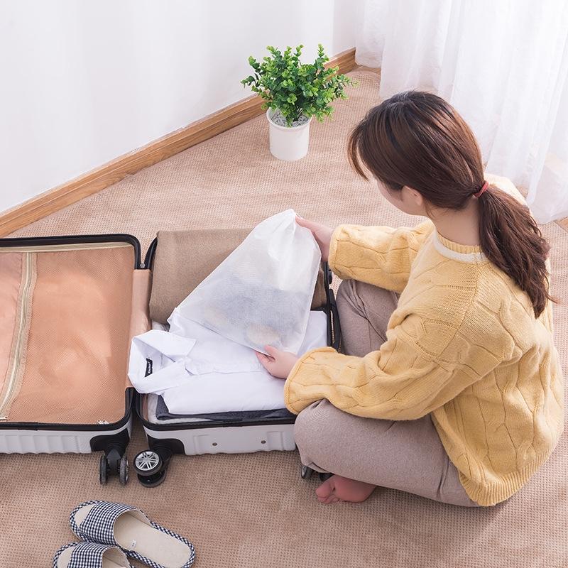 Tissu non-tissé de couleur unie sac de stockage non-tissé Voyage cordon de serrage étanche à la poussière sac à chaussures couvercle de coffre de sabot de corset