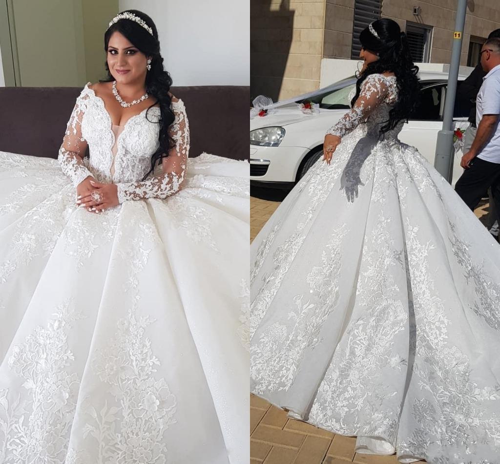Aturde árabes de bola vestido de novia Vestidos 2020 vestido de novia perlas de encaje de manga larga con cuello en V aplicaciones Capilla tren Vestidos de novia AL6056