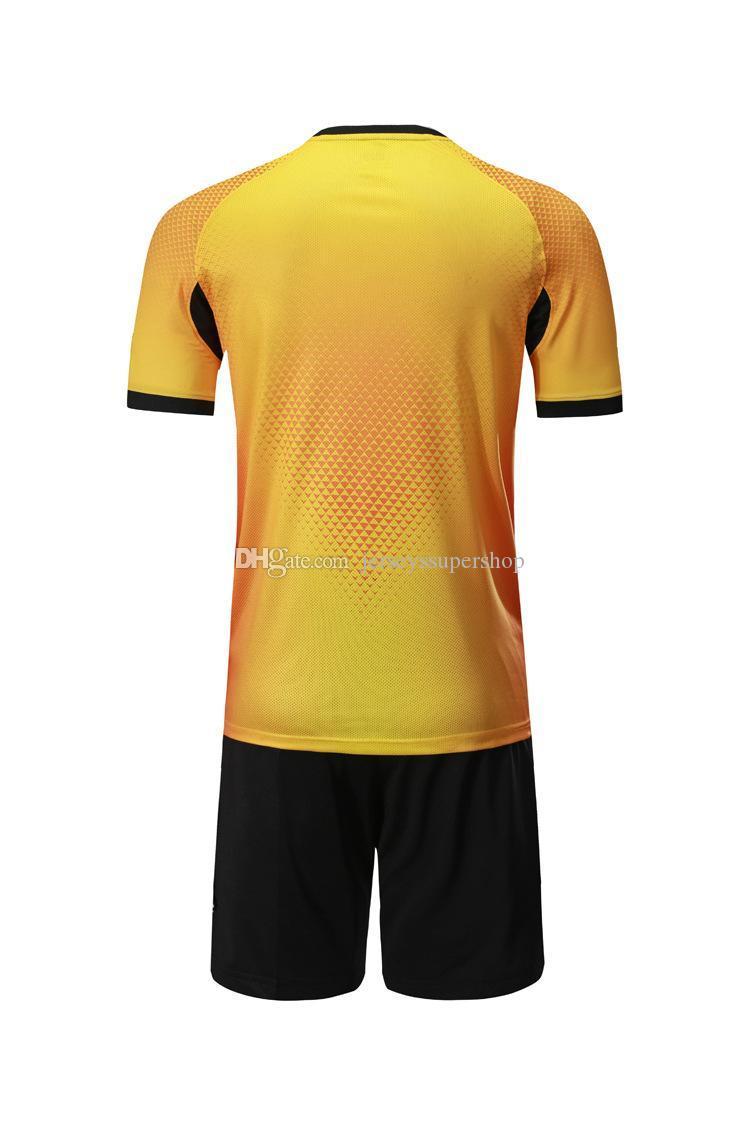 XL Sarı En Son Erkekler Futbol Formalar Sıcak Satış Kapalı Tekstil Futbol Aşınma Yüksek Kalite ML