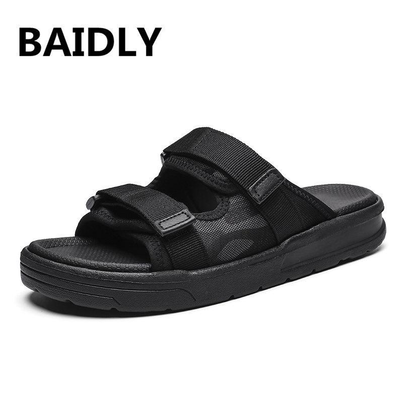 Moda Luz Sandals Men respirável de verão Deslizamento-na Chinelos de Verão ao ar livre Praia Sapatos Homens