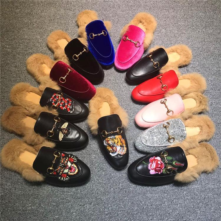Hot Sale-Mulheres Fur Chinelos mulas Flats Suede shoes mula Designer de Moda couro genuíno preguiçosos Sapatos com metal Cadeia