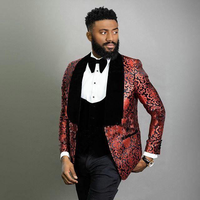 Juegos de la manera Borgoña Jacquard novio esmoquin de terciopelo mantón de la solapa del novio Blazer Hombres juegos formales vestidos de baile (Jacket + Pants + Tie + Vest) 792