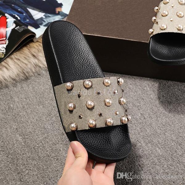 Diapositivas de diseño de las mujeres de las sandalias de verano sandalias zapatillas zapatillas planas granos de la manera zapatos fuera flip flops con el diseñador de alta calidad