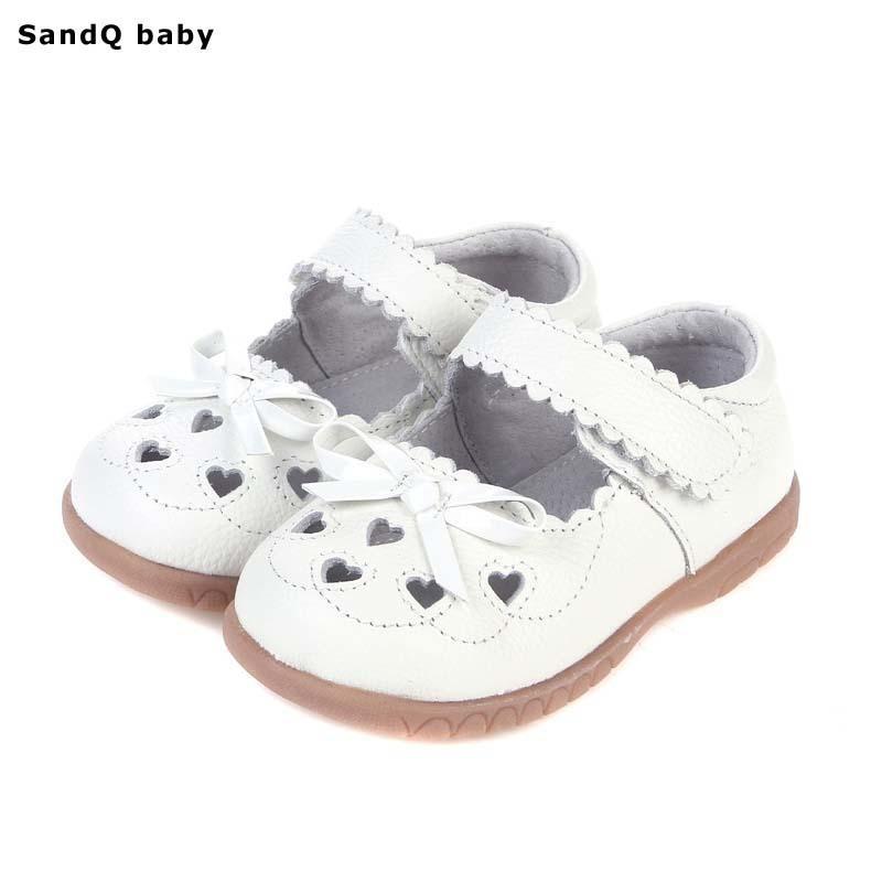 2019 New Summer Genuine Leather Crianças Sandálias Para Meninas Oco Out Bowtie Sandálias Sandálias Coração-Em forma de Coração Princesa Sapatos Y190523
