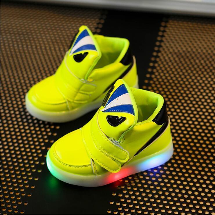 Scarpe per bambini con luce flash Moda Ragazzi Autunno Inverno Traspirante Ragazze Sneakers Cartoon Bambini Sport Led