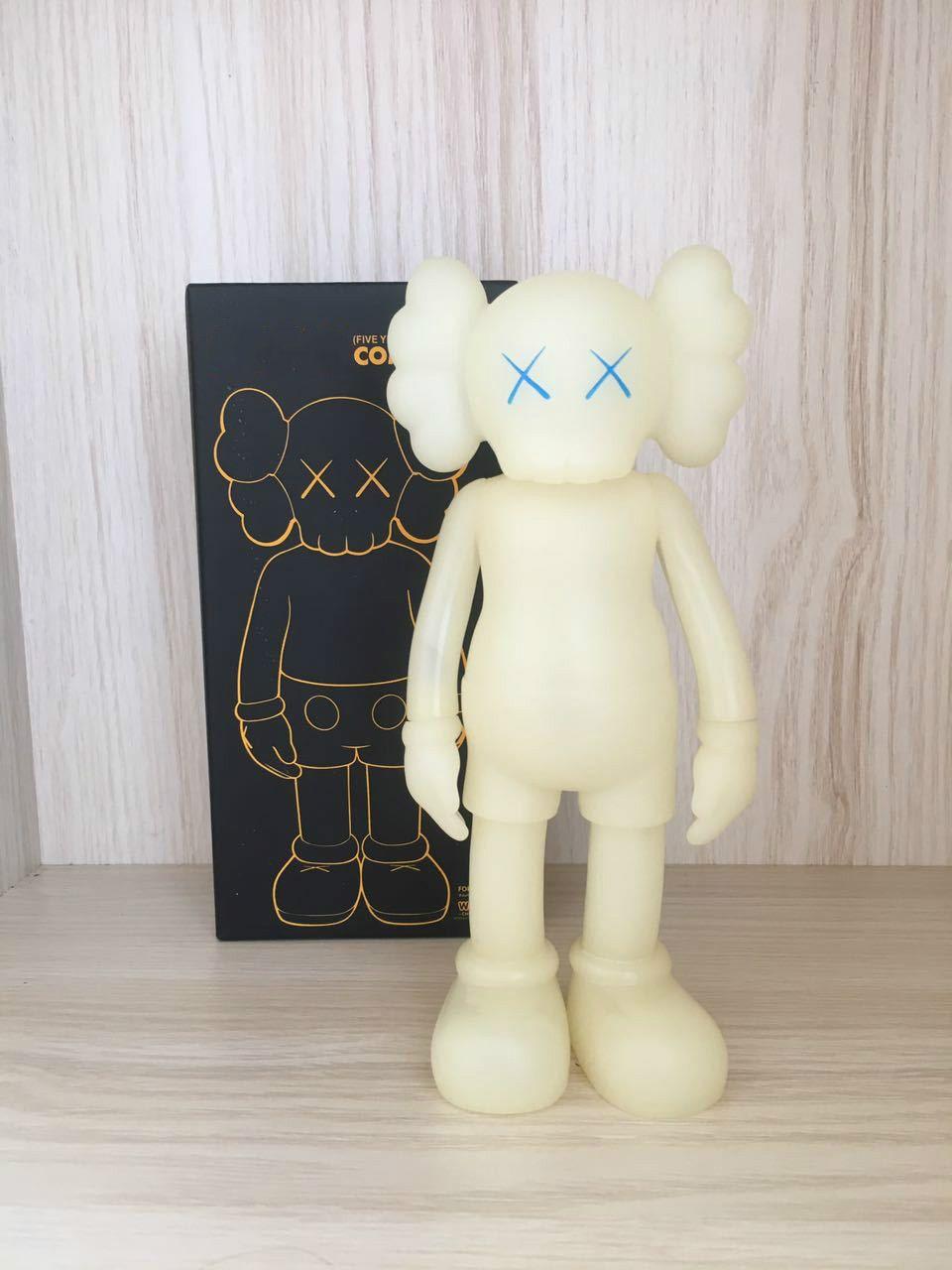 2020 Hot Puppe Design moderner Kunst 20CM KAWS mini smlll liegen Begleiter Spielzeug benutzerdefinierte Vinyl-PVC-Graffiti-Kunst Spielzeug kaws Figur Statue Geschenk Luminous