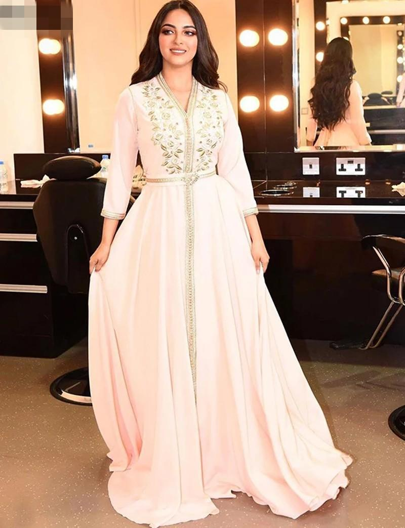 Elegant Pearl Pink Moroccan Kaftan Evening Dresses v neck Long Prom Dress 2020 Embroidery A-Line Full Sleeve Arabic Muslim Formal Gowns