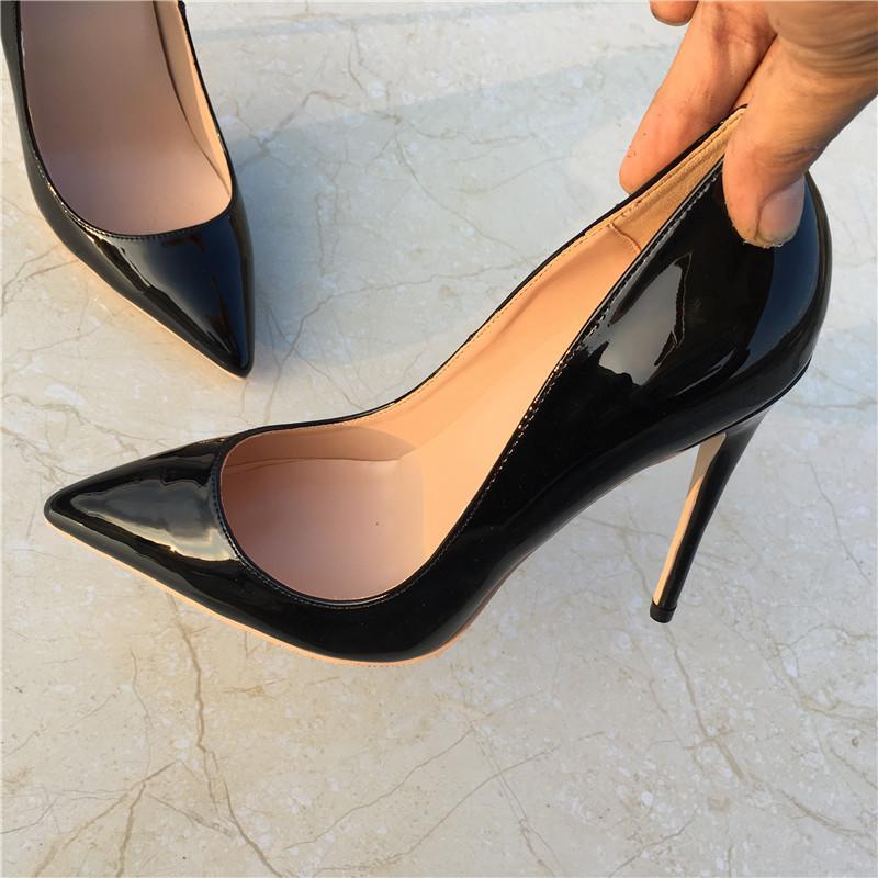 من الجلد الأسود مع غرامة أعقاب أشار عالية، والأحذية العصرية للمرأة مثير، وحذاء أحمر، أحذية نسائية، والعرف 33-45 ياردة.