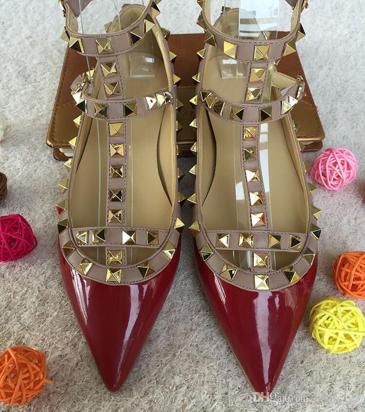 Diseñador de la marca clásica del dedo del pie puntiagudo zapatos de las mujeres correas del tobillo zapatos de vestir remaches de cuero sandalias de las mujeres con tachas de tiras de San Valentín Tamaño 33-43