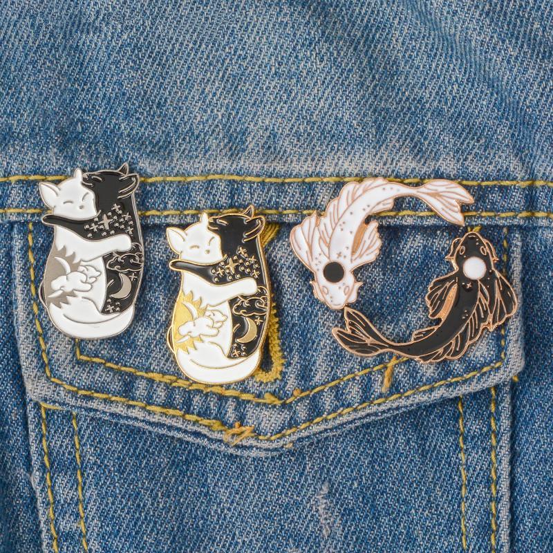 Yin Yang Perni Collection Yin-Yang gatto e pesce spille distintivi smalto perni giapponese monili Pesce giacca denim tela perno sacchetto mescolabile
