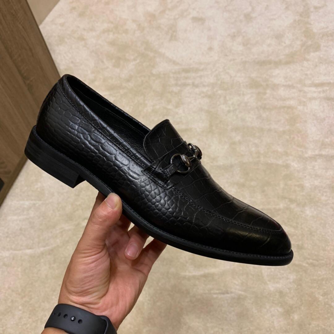 Deslizamento de couro 2020 Loafers Homens de Moda Genuine Em Formal Marca Oxfords escritório homens vestido de casamento Shoes Tamanho 38-44