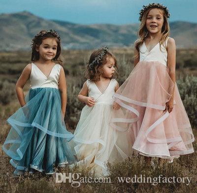 カスタムカラーフラワーガールズドレスウェディングVネックノースリーブの流れるチュールスカート長い子供フォーマルガウン高品質