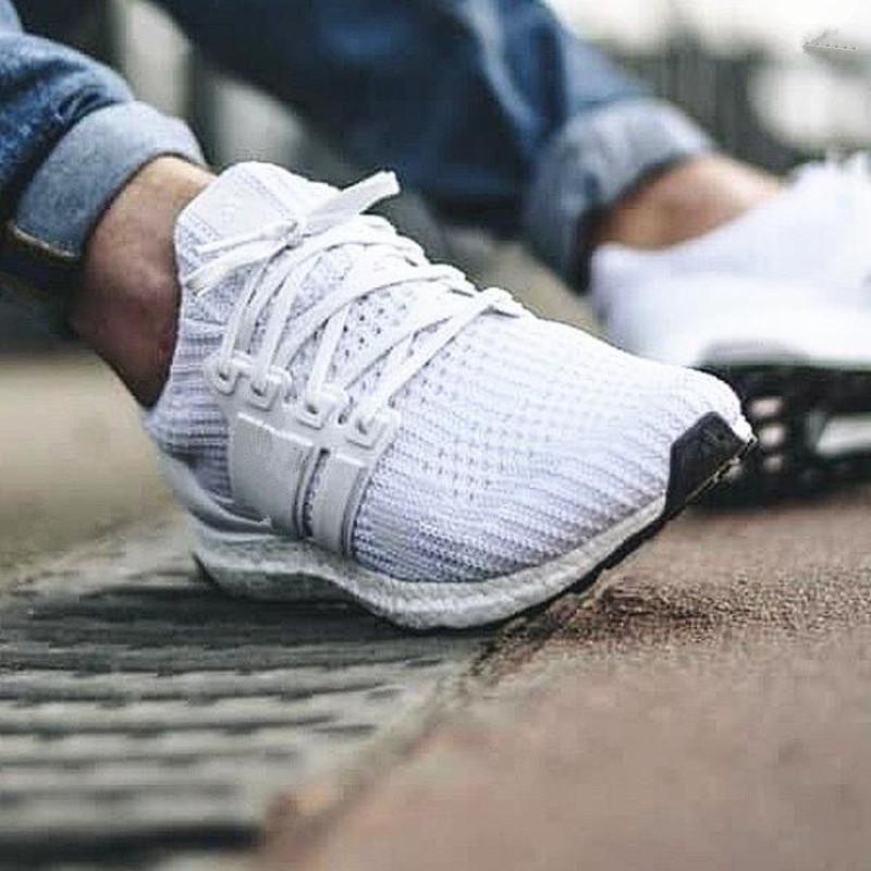 UB all'ingrosso 3.0 4.0 tennis degli uomini pattini correnti delle donne triple nero bianco CNY scarpe da uomo di sport allenatore da jogging scarpe di misura 36-45 moda Luxur