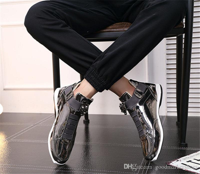 2019 مع مربع جديد في الهواء الطلق الاتجاه أزياء الرجال الأحذية الرياضية المد والجزر واحد، والسجادة الحمراء المفضلة الأحذية البرية مشرق أحذية الرجال