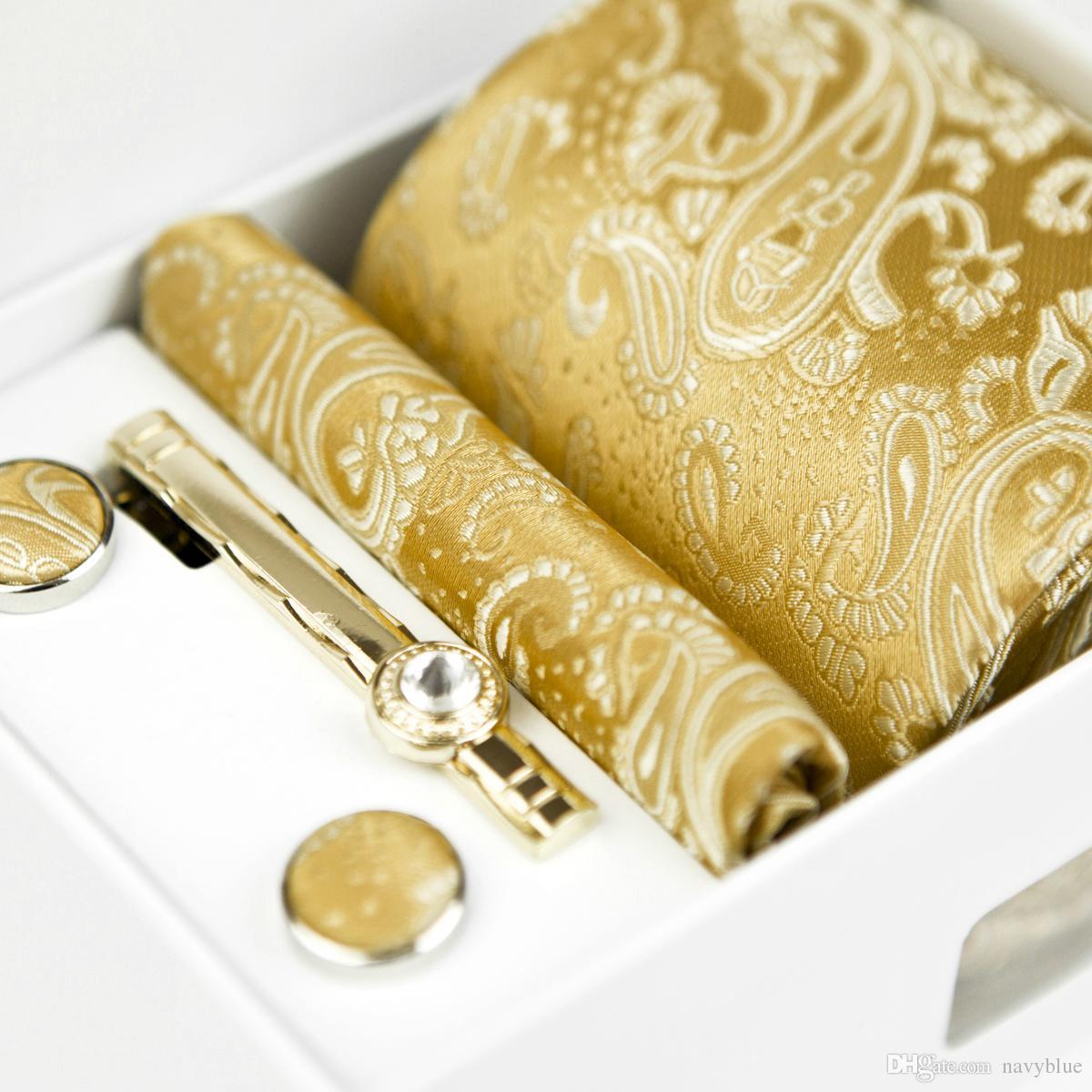 Cravatte Quattro Pezzi Set Floreale Paisley Oro Giallo Giallo Champagne Mens Cravatte Pocket Square Tie Clip Gemelli Nuovo 100% Seta Nuovo Commercio All'ingrosso